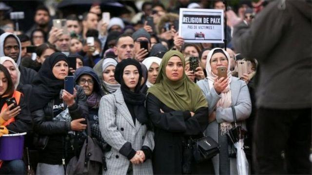 Muslimiinta Faransiiska oo horey uga dibadbaxay Islaam naceybka dalkaas ka jira