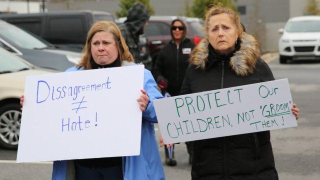 duas manifestantes