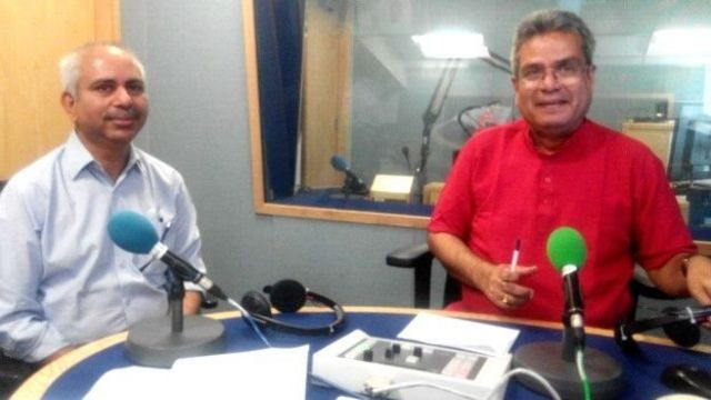 बीबीसी दफ़्तर में वरिष्ठ पत्रकार रशीद किदवई के साथ रेहान फ़ज़ल