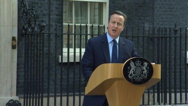 辞意を表明するキャメロン英首相