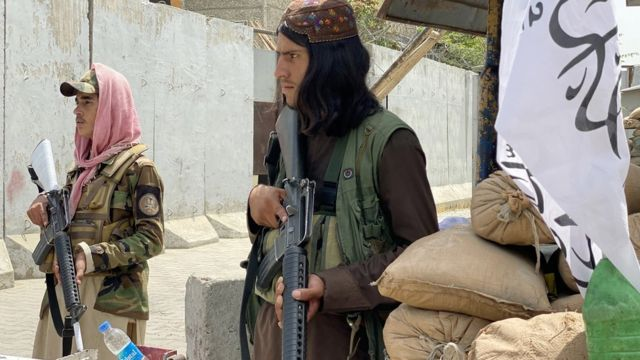 """Талибы патрулируют территорию возле """"зеленой зоны"""" Кабула, где располагаются иностранные посольства"""