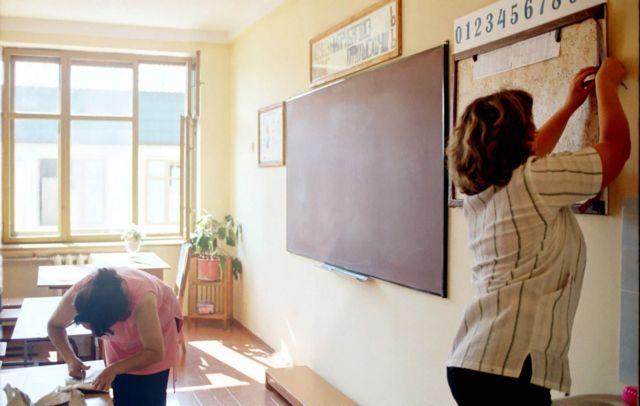 У багатьох українських школах батьки допомагають організовувати класи