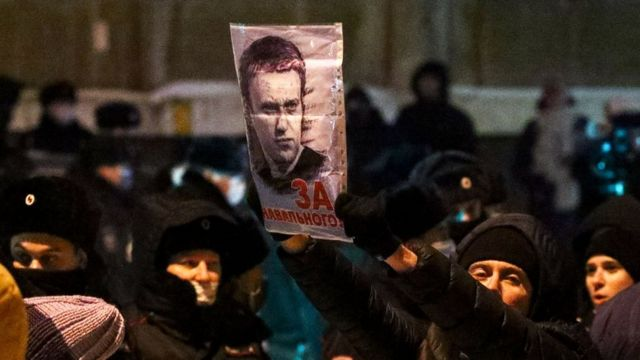 Сторонники Навального на морозе ждали решения суда в Химках