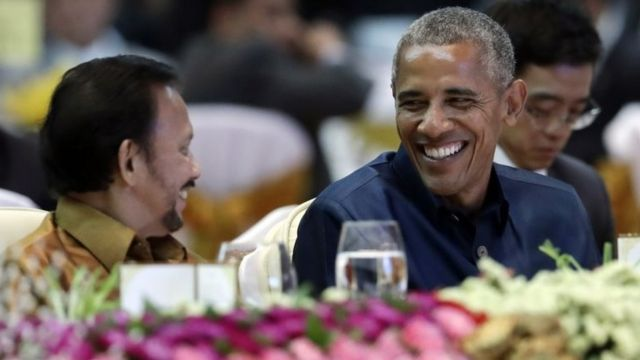 """Brunei""""s Sultan Hassanal Bolkiah, left, and U.S. President Barack Obama talk at the ASEAN Gala Dinner at the National Convention Center in Vientiane, Laos, Wednesday, Sept. 7, 2016. (AP Photo/Carolyn Kaster)"""