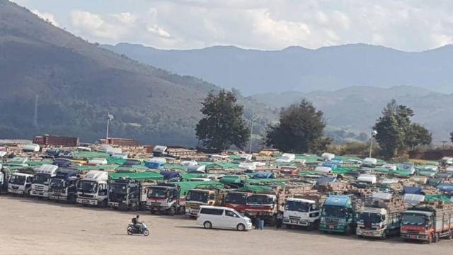 ဖရဲသခွားတင်ပြီးကားတွေ ပြည့်နေလို့ ကုန်ကားတွေလည်း ငှားမရဖြစ်နေ