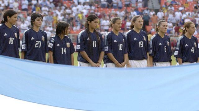 La primera participación de Argentina en un mundial femenino ocurrió en 2003 en Estados Unidos y repitió cuatro después en China.