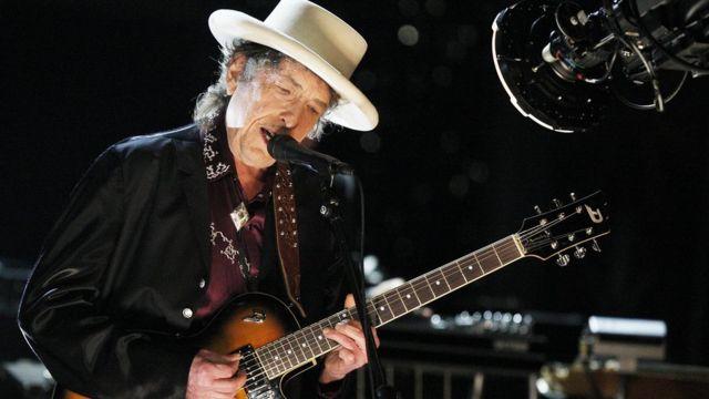 Bob Dylan en concierto en California en 2009