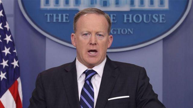 นายฌอน สไปเซอร์ โฆษกประจำทำเนียบประธานาธิบดีสหรัฐฯ กล่าวว่าเรื่องที่เกิดขึ้นน่ากังวลอย่างยิ่ง
