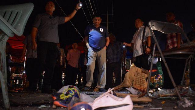 President Rodrigo Duterte (C) inspecting site of an explosion in Davao city, Philippines