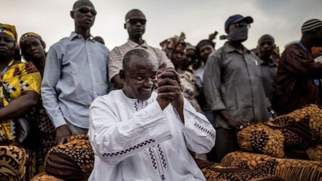 Le président élu de la Gambie Adama Barrow a appelé lundi Yahya Jammeh à céder immédiatement le pouvoir.