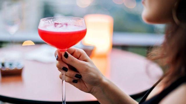 ብቻዋን ያለች ሴት A woman sits alone with a drink