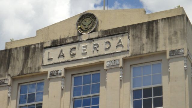 Vista de fachada do Elevador Lacerda em Salvador, Bahia