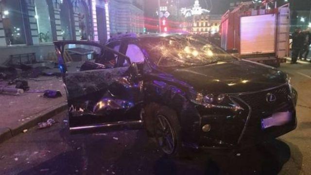 Автомобиль Lexus проехал на красный свет