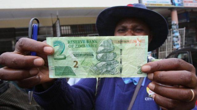 Zimbabwe yasohoye inoti nshasha ngo igabanye ikeha ry'amahera mu banyagihugu
