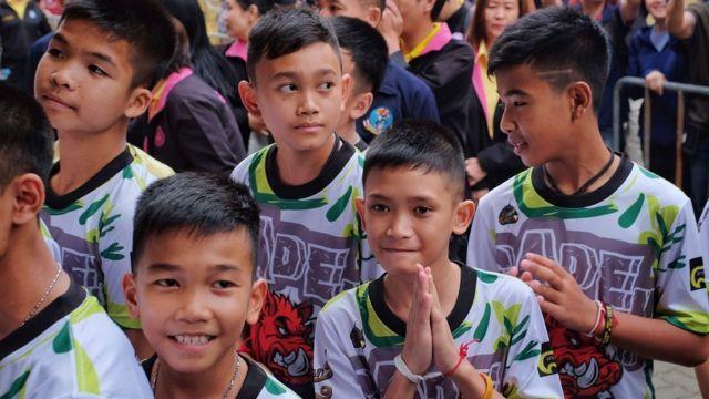 Parte de los niños tailandeses que quedaron atrapados en una cueva tailandesa.