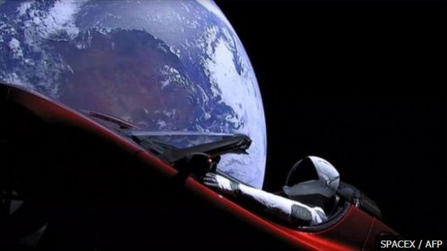รถยนต์เทสลาที่อีลอน มัสก์ปล่อยขึ้นสู่ห้วงอวกาศ