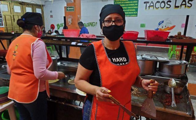"""Teresa en la taqueria """"Las Muñecas"""""""