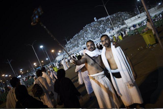 Selfie di antara wuquf di Arafah bukan kawasan yang dilarang berfoto atau selfie saat berhaji.