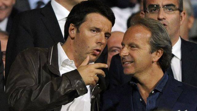 이탈리아의 마테오 렌치 전 총리(왼쪽)가 가죽점퍼를 입고 있다. 집권 당시 그는 39세로 최연소 기록을 세웠다.