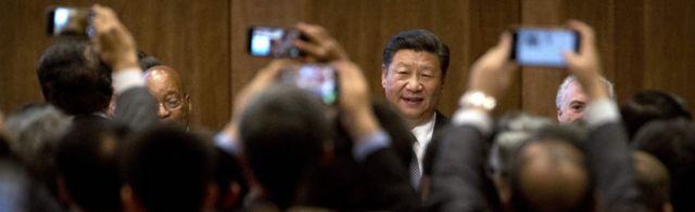 中國國家主席習近平(中)在廈門出席金磚國家工商論壇開幕式(3/9/2017)