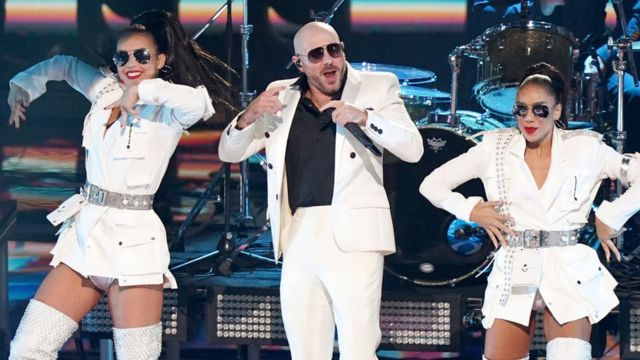 "Pitbull, cantando ""I Believe That We Will Win"" (""Creo que ganaremos"") en la ceremonia de los Latin Grammy 2020"