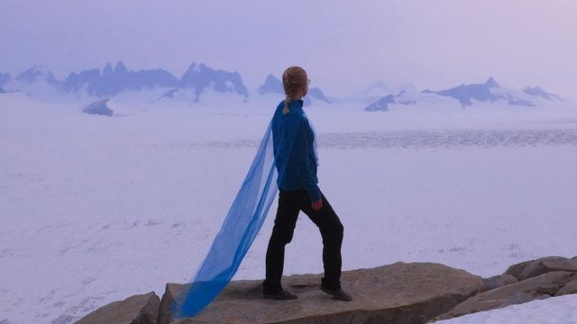 celeste en glaciar