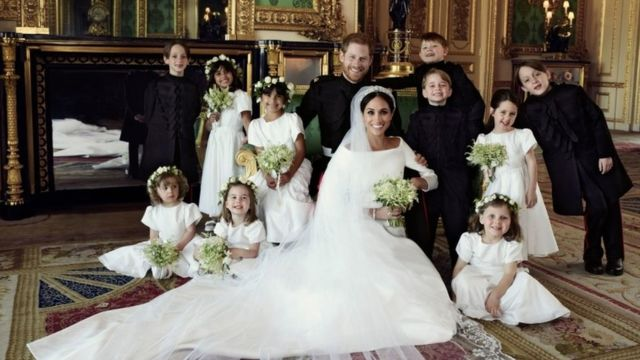 group photograph of Prince Harry and Meghan surrounded by bridesmaids and pageboys