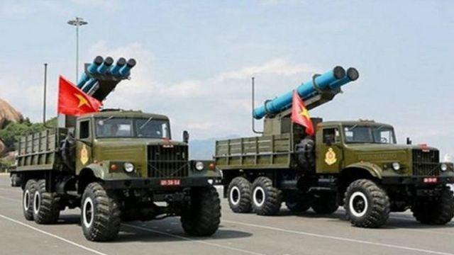 Quân đội VN lần đầu tiên giới thiệu tên lửa EXTRA do Israel sản xuất vào tháng 5/2015 (Ảnh chụp trong lễ kỷ niệm 60 năm thành lập Hải quân Nhân dân Việt Nam tại quân cảng Cam Ranh)