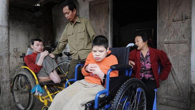 Nhiều nạn nhân chất độc màu da cam là người khuyết tật cần sử dụng xe lăn