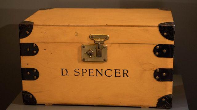 Diana Spencer adıyla geçirdiği çocukluğuna ait birçok özel eşya da, sergide yer bulacak.