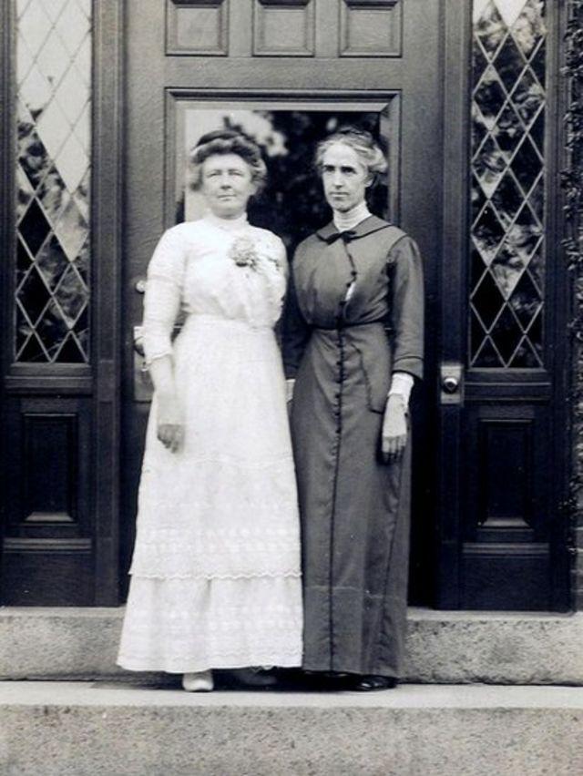 Leavitt (à direita) com Annie Jump Cannon