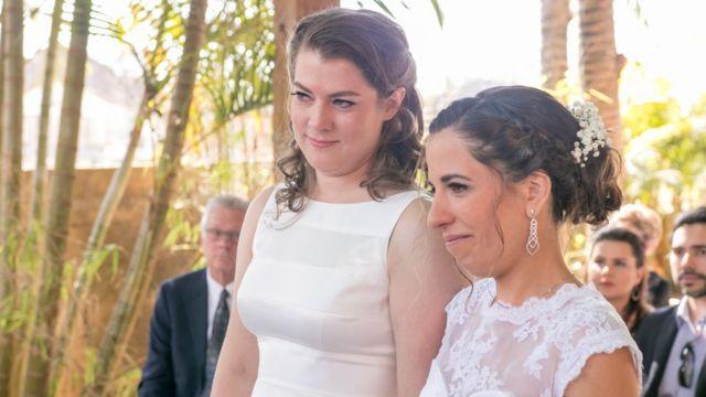 Helena y Kelly, de 37 y 38 años, son de Brasil y California respectivamente. Se conocieron en línea y ahora viven en Nueva York.
