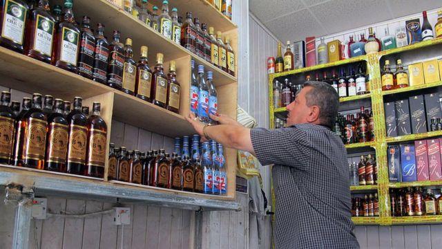 İraqda alkohol dükanı