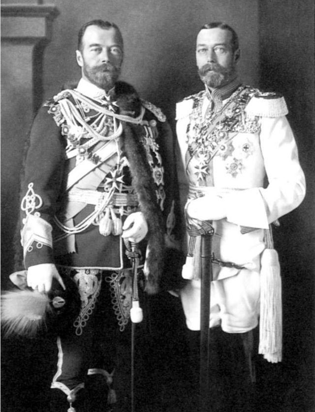 """""""Божественные близнецы"""" - российский император Николай II и британский король Георг V в Берлине, 1913 год."""