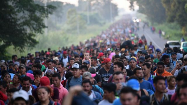 Caravana de migrantes a su paso por Chiapas