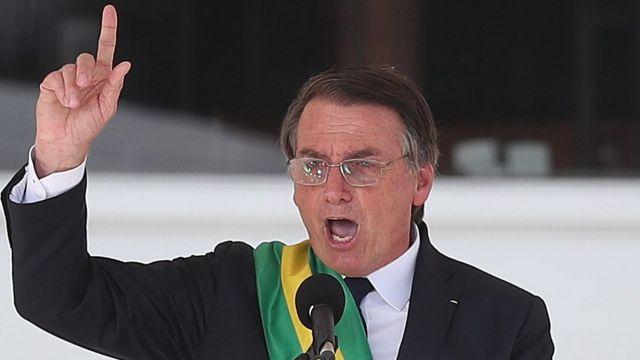 Bolsonaro em discurso já com a faixa presidencial