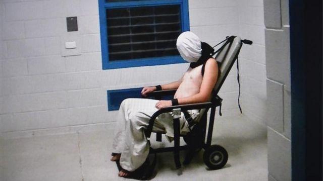 Un programa de televisión australiano publicó imágenes de torturas en centros de detención de menores.