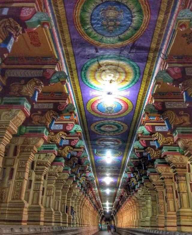 """El """"pasillo de mil pilares"""" en el templo de Rameswaram. Foto de Vidya Nair."""