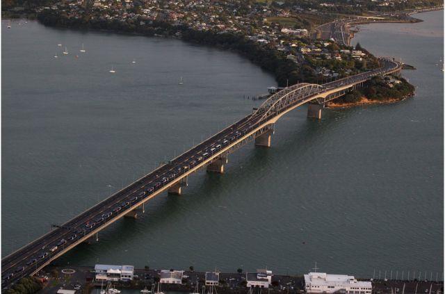 奥克兰因交通繁忙而闻名,但其基础设施在持续改善。
