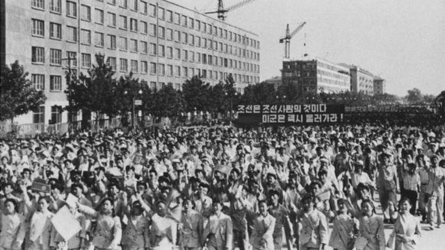 अमरीकी सेनाओं के ख़िलाफ़ उत्तर कोरिया में 1958 में निकला मार्च