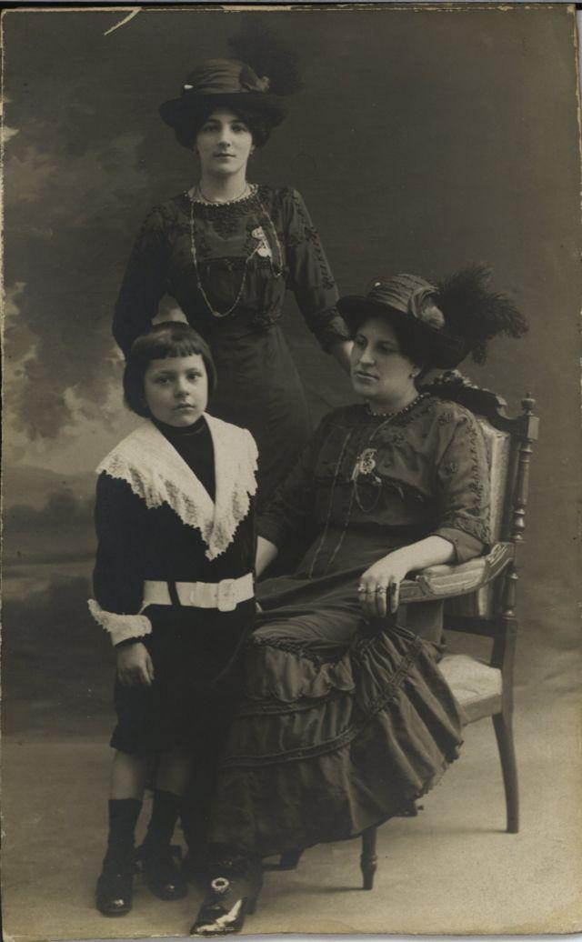 """Francisca Sánchez con Rubén Darío Sánchez, """"Güicho"""", el hijo del poeta."""
