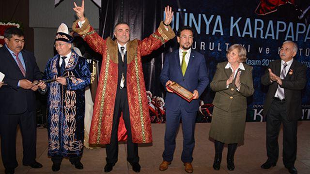 Dünya Karapapak Türkleri 1. Kurultayı'nda Peker'e 'Dünya Türklüğü Hakanı Unvanı' verildi.