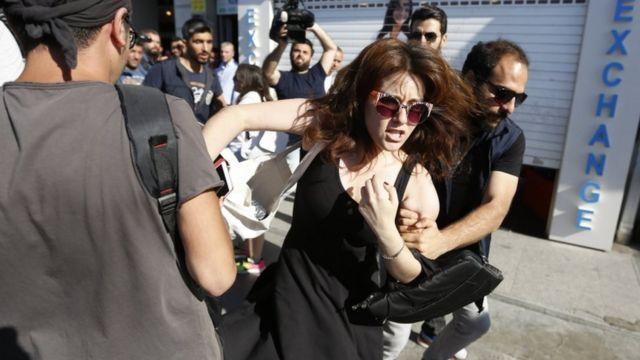 الشرطة التركية تعتقل مشاركة في المسيرة