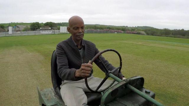 Samuel Gittings, a cricket grounds man