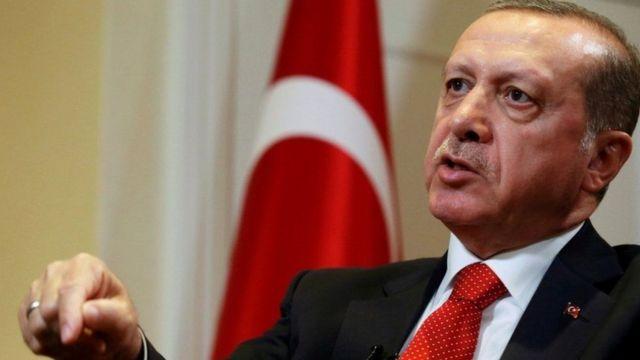 رجب طيب أردوغان رئيس تركيا لكن بصلاحيات شرفية