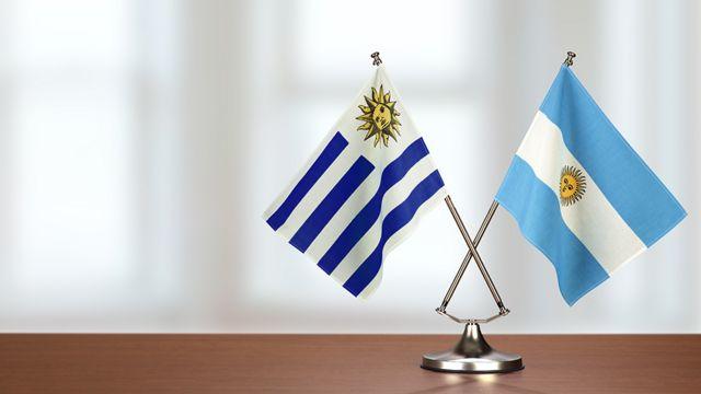 Banderines de Argentina y Uruguay