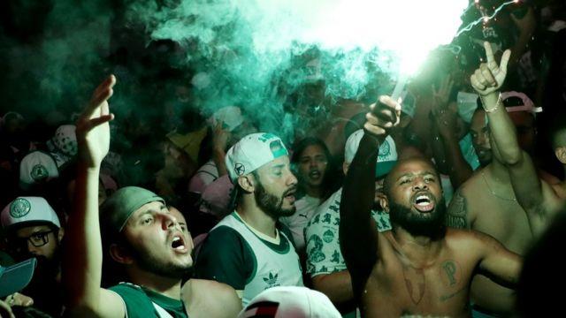 Fanáticos del Palmeiras celebran