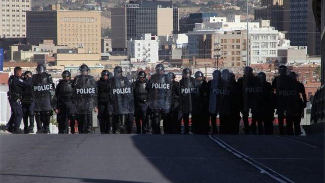 Policías de EE.UU. en la frontera de El Paso