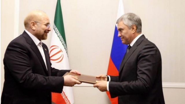 Viacheslav Volodin رئیس دوما به عنوان نماینده رئیس جمهور روسیه نامه رهبر ایران را دریافت کرد