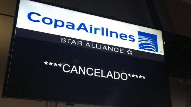 Cartel de vuelo cancelado.